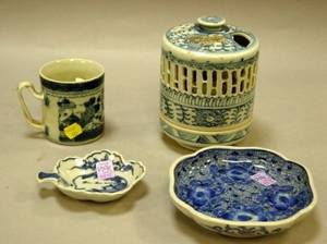 Four Chinese Export Blue and White Porcelain Table Articles