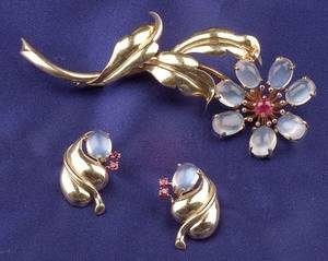 Retro 14kt Gold Moonstone and Ruby Suite
