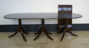 Federal style mahogany 3part dining table