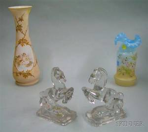 Two Victorian Art Glass Vases and a Pair of Colorless Molded Glass Horse Bookends