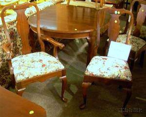 Pennsylvania House Queen Anne Style Walnut Dining Table and Set of Six Dining Chairs