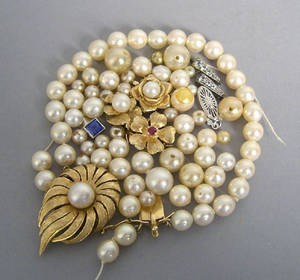 14K yellow gold clasp with center 8mm pearl together with a group of clasps with pearl and ruby centers and a large group of unstrung pearls and faux pearls