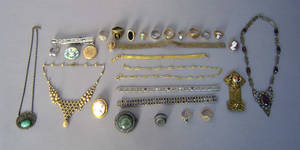Group of Victorian and filigree jewelry to include 14K gold bracelet and ring