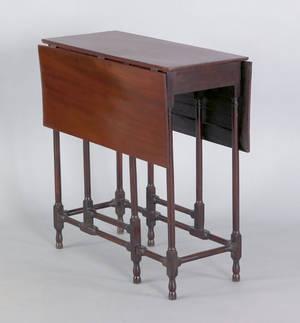 Diminutive Georgian mahogany dropleaf table