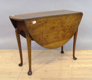New England Queen Anne maple drop leaf table