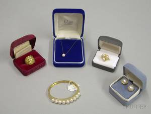 Small Group of 14kt and 18kt Gold and Pearl Jewelry