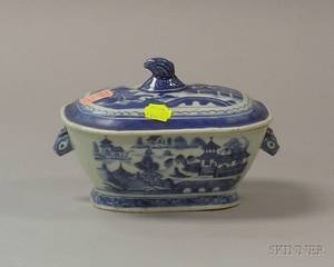 Small Chinese Export Porcelain Canton Pattern Sauce Tureen