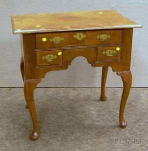 Queen Anne Style Inlaid Walnut and Walnut Veneer Dressing Table
