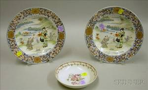 Pair of Asian Export Porcelain Bowls and a Small Bowl