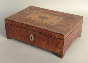Inlaid mahogany dresser box