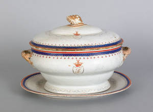 Chinese export porcelain armorial tureen cover and undertray late 18th c