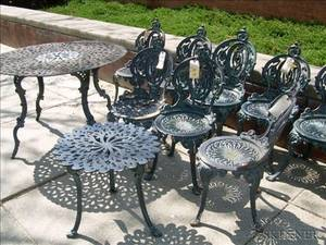Painted Set of Four Atlanta Stove Works Cast Iron Garden Chairs with a Table and a Set of Four Painted Atlanta