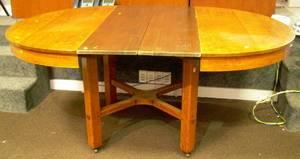 L  JG Stickley Round Oak Dining Table with Crossedstretcher Base