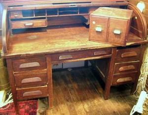 Early 20th Century American Oak Rolltop DoublePedestal Desk