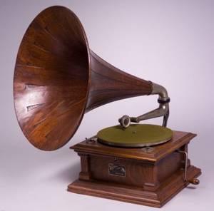 Oak Horn Victor V Phonograph