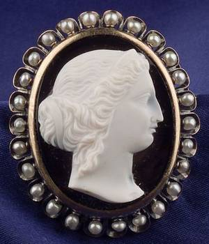 Antique 18kt Gold Agate and Seed Pearl Cameo Brooch