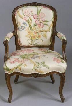 Louis XV Beechwood Fauteuil en Cabriolet