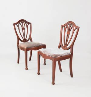 Pair of Federal style mahogany shieldback dining chairs