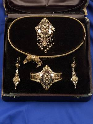 Victorian 18kt Gold and Pearl DemiParure