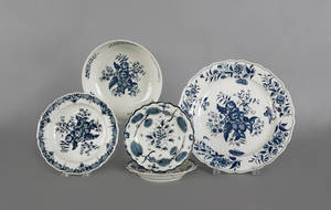 Five pieces of Worcester blue and white porcelain ca 1770