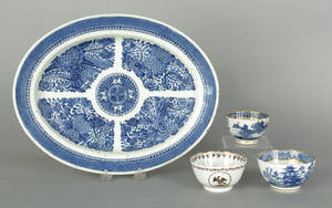 Chinese export porcelain blue and white Fitzhugh platter early 19th c