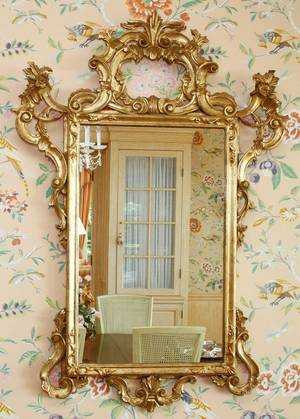 FLORENTINE HANDCARVED GILT WOOD MIRROR