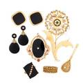 Nine pieces onyx or yellow gold jewelry