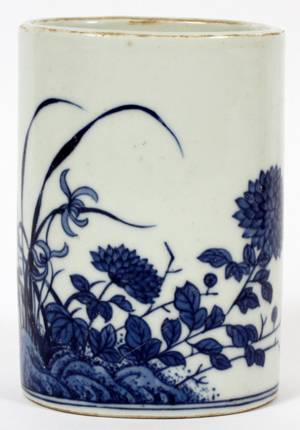 CHINESE OVAL BLUE AND WHITE PORCELAIN BRUSH POT