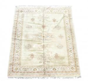 Hand Woven Agra Room Size Rug  9 5 x 13 7
