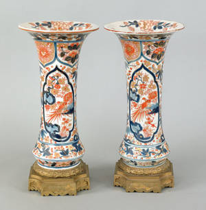 Pair of Japanese Imari urns 18th19th c