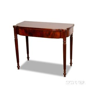 Federal Mahogany and Mahogany Veneer Card Table