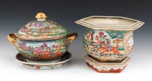 Chinese export porcelain tureen and undertray with hunt scenes
