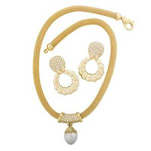 Pearl or diamond  yellow gold necklace earrings