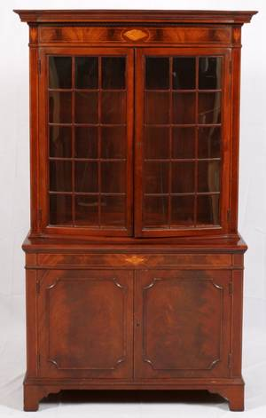 BERKEY  GAY FEDERALSTYLE MAHOGANY CHINA CABINET