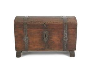Continental oak dome lid lock box