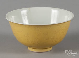 Chinese Qing dynasty yellow ground porcelain bowl with incised dragon and cloud design