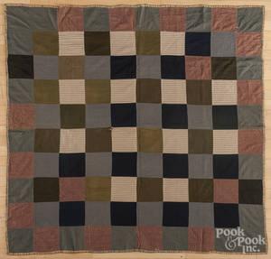 Pieced block pattern quilt