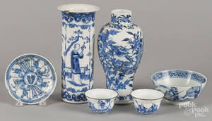 Six pieces of Chinese Qing dynasty blue and white porcelain