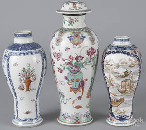 Three Chinese export porcelain garniture vases late 18th c