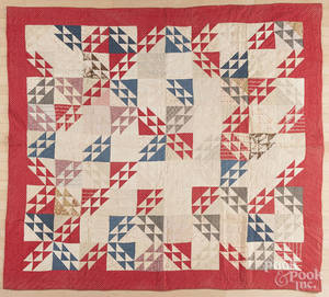 Pieced bear track variant quilt