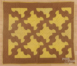 Pieced crib quilt