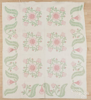 Appliqu rose pattern quilt
