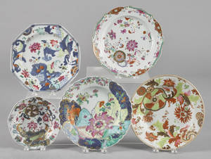 Five Chinese export porcelain pseudo tobacco leaf plates and shallow bowls 19th c