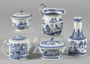 Five pieces of Chinese export blue and white porcelain 19th c