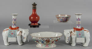 Chinese porcelain famille rose bowl with figural decoration