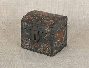 Lancaster County Pennsylvania Compass Artist painted poplar dome lid box early 19th c
