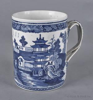 Large Chinese export porcelain Nanking tankard 19th c