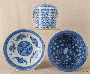 Three pieces of Chinese blue and white export porcelain