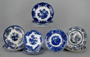 Ten flow blue plates and shallow bowls