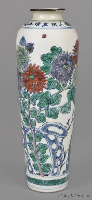 Chinese porcelain vase with Ming mark